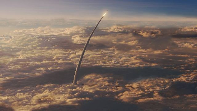 nasa-space-launch-system-sls-ascends-through-clouds-640x360